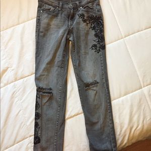 Jessica Simpson Embroidered jeans 👖